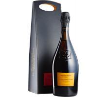 """Шампанское Veuve Clicquot """"La Grande Dame"""" 2004 0,75л в подарочной упаковке"""